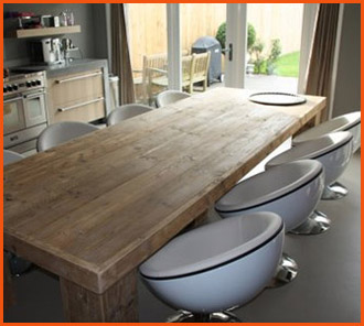 Bolvormige fauteuils en tafel - Interieurdecoratie